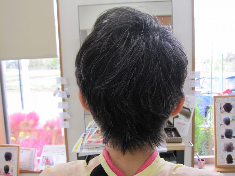 グレーカラー素敵にくせ毛修正カット