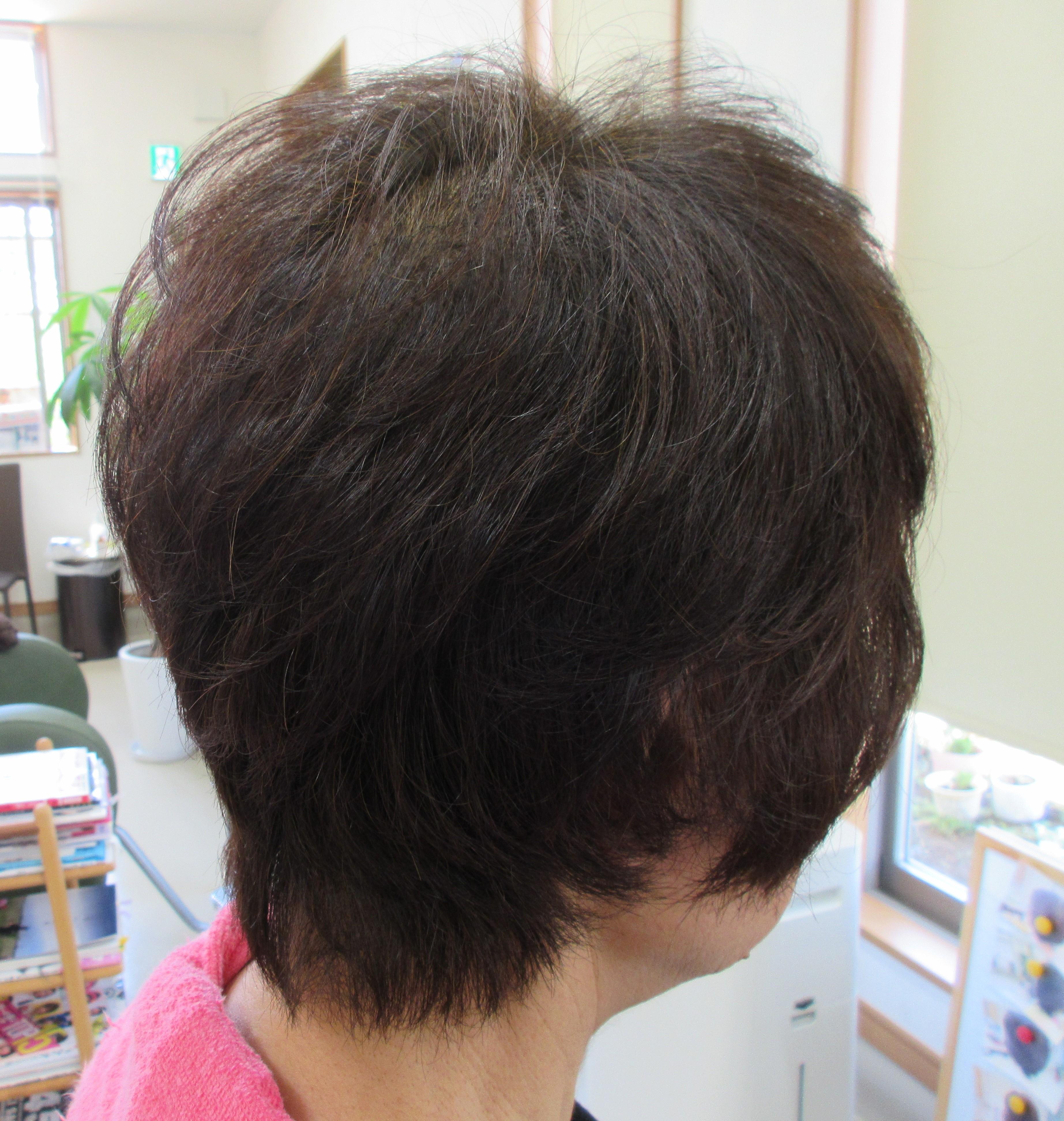 髪の毛ほめられて、お手入れが簡単でよかった~^^そして天然ヘナ100%、