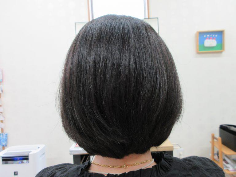 多毛で、縮毛矯正してた髪が、天然ヘナとキュビズムカットでツヤが出て広がらなくなった❣